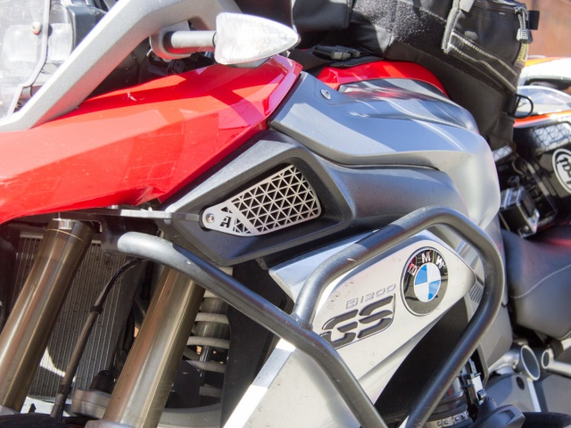AltRider Air Intake Grill Guard for the BMW R 1200 GS Water Cooled (2013-2016) - Installed