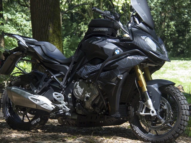 AltRider Oil Cooler Guard for the BMW S 1000 XR - Installed